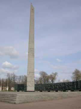 Монумент в честь первых побед Красной Армии