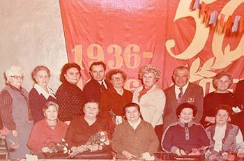 Педагогический коллектив средней_школы №11 в 1986 году на 50-летие школы